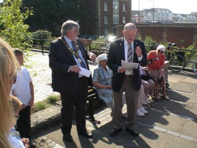 Chairman Arthur Jeffery welcomed the Mayor Councillor Ivan White and invited him to unveil the plaque. Image Will Temple.