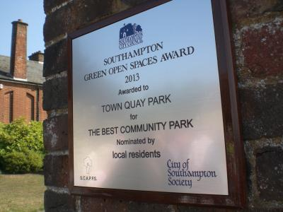 The plaque in position at Town Quay Park. Image Will Temple.